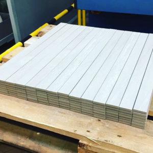 Burmak AG Keramikplatten Wasserstrahlschneiden Sockelleisten