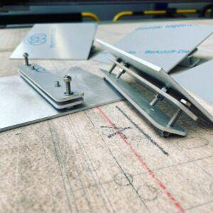 Burmak AG Wasserstrahlschneiden Aluminium Beschriftungstafeln montagefertig für Geländer