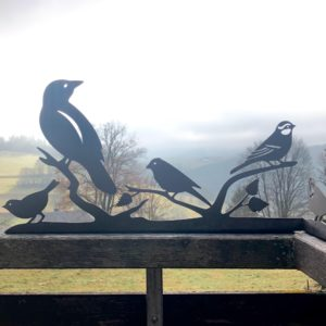 Wasserstrahlschneiden Vogelsilhouette aus Metall
