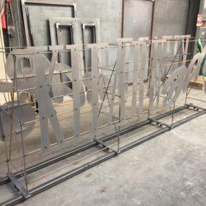 Burmak AG Wasserstrahlschneiden für Werbetechniker